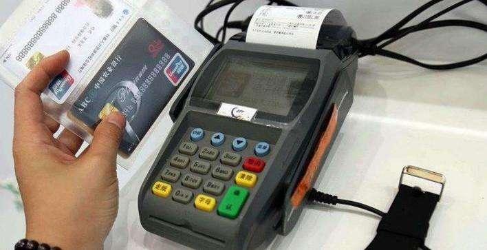 信用卡刷爆影响征信吗?这2个后果你要清楚